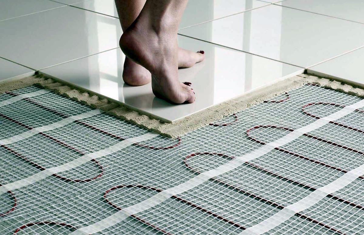 چسب کاشی پرسلانی جهت چسباندن کاشی به کف سیستم گرمایش از کف